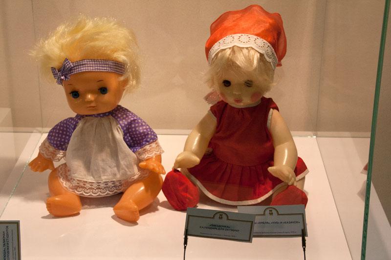 Я с детства не люблю кукол