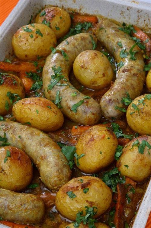 домашние колбаски с картошкой в духовке