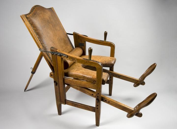 Старинный стул для родов