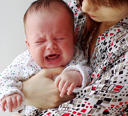 Отказ от груди в 3 месяца: неправильное прикладывание и стресс от манипуляций как основные причины, тактика действий мамы и советы специалиста