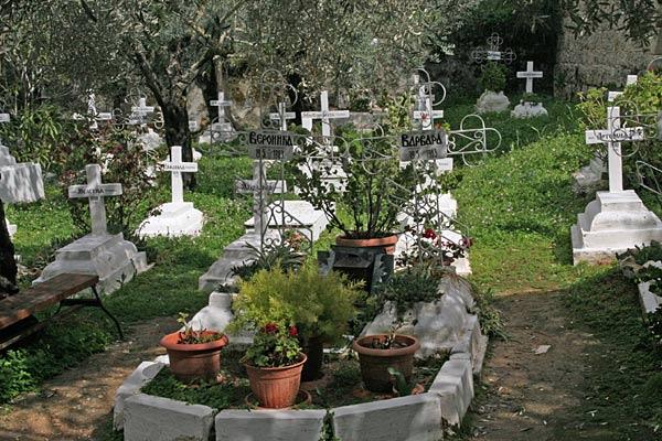 Могила Вероники и Варвары, убиенных сестер Горненского монастыря