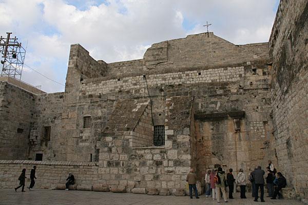 Площадь перед входом в базилику Рождества Христова