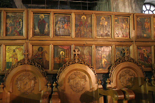 Древние стасидии в базилике Рождества