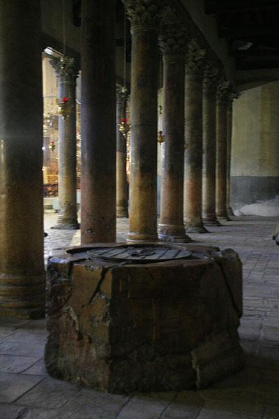Древняя купель для крещения
