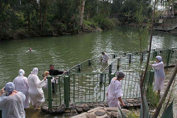 Омовение в священных Иорданских водах
