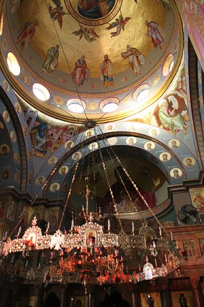 Интерьер храма Двенадцати Апостолов