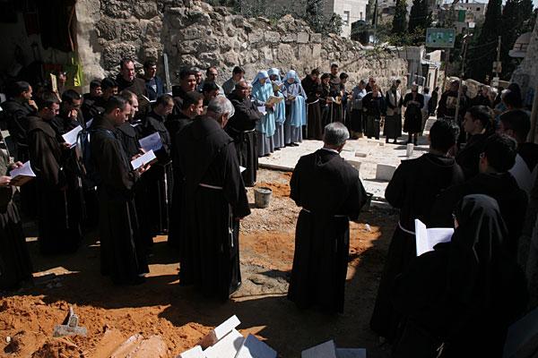 Молитва у гробницы святого Лазаря